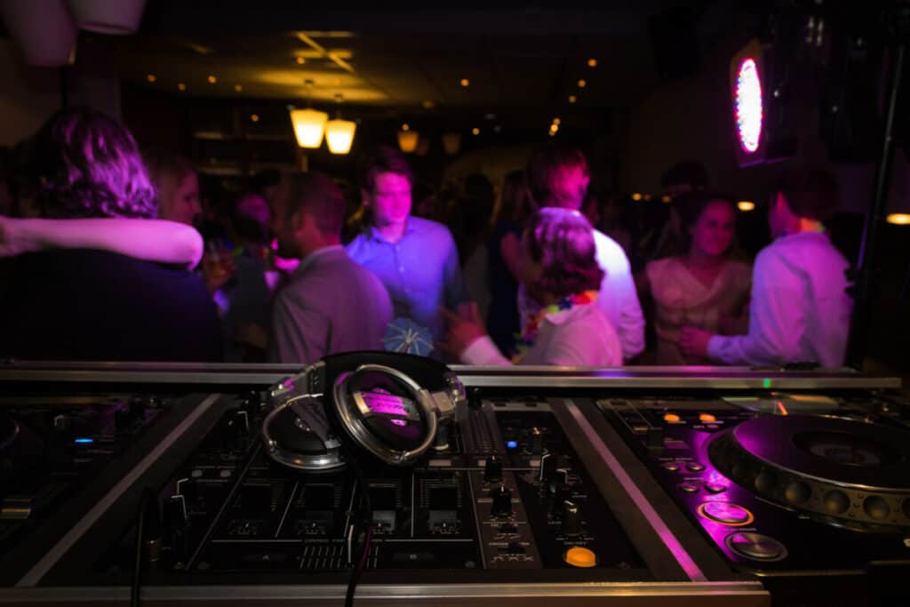 Become a wedding DJ